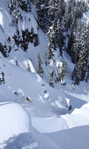 Dani-Reyes-Acosta-splitboards-in-the-Wyoming-backcountry-Photo-by-Johnny-Townsend-SM